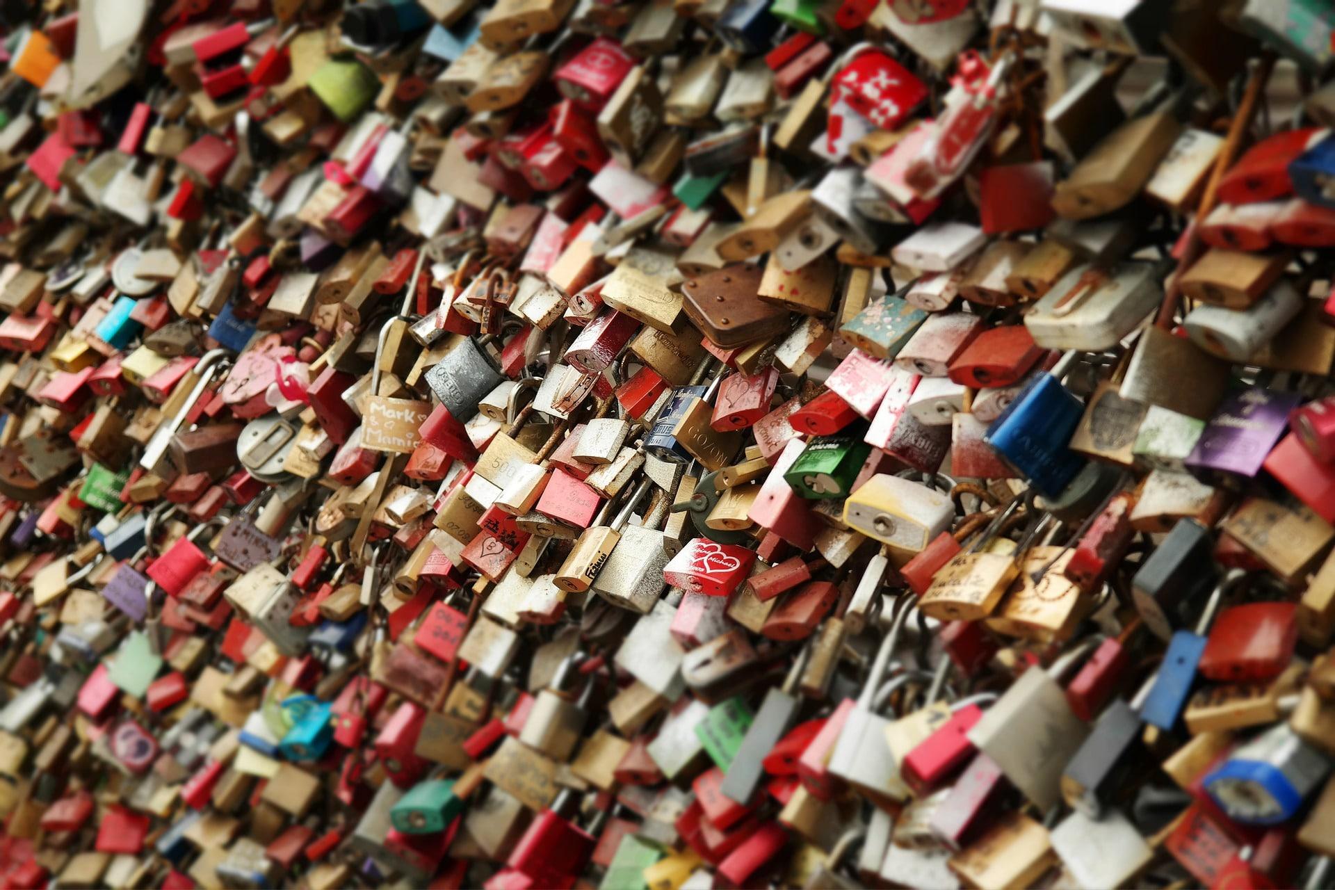 Zugewinngemeinschaft, Schluss, Schlüssel, Liebesschloss, Trennung, Scheidung